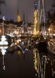 Niederländischer Kanal bis zum Nacht Stockfotos