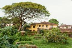 Niederländischer Kirchhof am Fort Kochi, Indien stockfotos