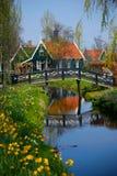 Niederländisches Dorf ZAANSE SCHANS, im Frühjahr sonniger Tag Tipical netherlands Stockbild