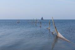 Niederländisches Meer mit Fischernetzen Stockfotos