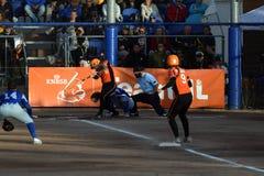 Niederländisches nationales Frauen softballteam in der Aktion stockbilder