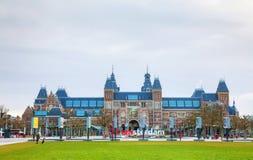 Niederländisches Nationalmuseum mit Slogan I Amsterdam lizenzfreies stockfoto