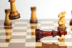 Niederlage mit hölzernem Schach Lizenzfreie Stockfotografie