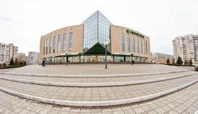 Niederlassung von Sberbank von Russland auf dem ersten Stockwerk von einem mehrstöckigen Lizenzfreie Stockfotos