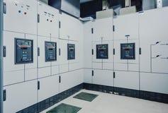 Niederspannungsschaltanlage in Kraftwerk stockfoto