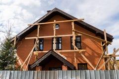 Niedokończony intymny dom od czerwonej cegły zdjęcia stock