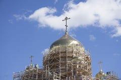 Niedokończony nowy kościół żółta cegła fotografia stock