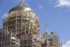 Niedokończony nowy kościół żółta cegła obrazy stock