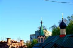 Niedokończony Ortodoksalny kościół wśród drzew obrazy royalty free