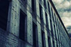 Niedokończona zaniechana betonowego budynku fasada Obraz Royalty Free