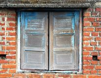 Niedokończony stary drewniany okno obraz stock