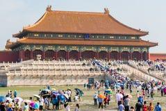 Niedozwolony miasto w Pekin tłoczył się z turystami podczas wakacji letnich Zdjęcia Stock