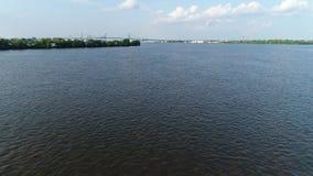 Niedrig fliegen, zum von Delaware River Philadelphia zu wässern stock video footage