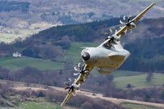 Niedrige Fliege Atlasses Airbusses A400m stockbild