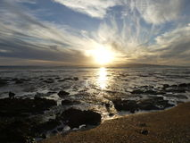 Niedrige Gezeiten am Sonnenuntergang Stockfoto