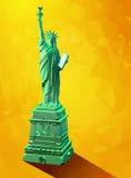 Niedrige Poly-Statuenillustration der Freiheit 3D auf gelbem Hintergrund Lizenzfreies Stockbild