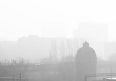 Niedrige Sicht verursacht durch Nebel Lizenzfreies Stockbild