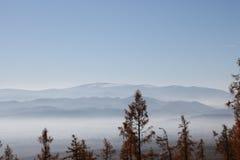 Niedrige Tatra-Berge im Dunst stockbilder