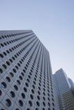 Niedrige Winkelsicht Chinas Hong Kong von Wolkenkratzern Stockfotografie