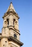 Niedrige Winkelsicht des Glockenturms einer Kathedrale Stockfotografie