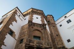 niedrige Winkelsicht des historischen Gebäudes in Habous lizenzfreie stockbilder