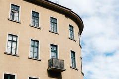 Niedrige Winkelsicht des traditionellen Wohngebäudes in der Plage stockfotos