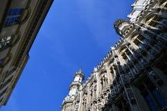 Niedrige Winkelsicht von Brüssel-StadtRathaus bei Grand Place in Brüssel, Belgien Stockbild