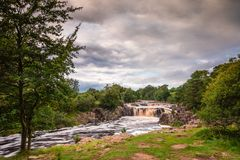 Niedriger Kraft-Wasserfall Lizenzfreie Stockbilder