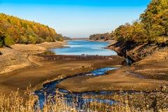 Niedriger Reservoir-Wasserspiegel Stockfotos