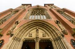 Niedriger Winkel der St.-Konfetti-Kathedralen-Nordfassade Stockfotografie