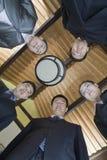 Niedriger Winkel-Porträt einer Gruppe Wirtschaftler lizenzfreie stockfotos