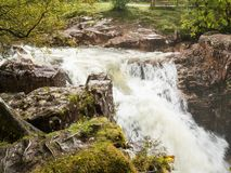 Niedrigere Fälle in das Tal von Glen Nevis, Schottland stockfotografie