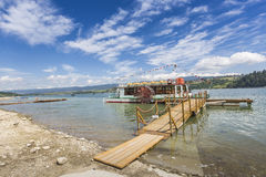 NIEDZICA,波兰- 6月21 :在湖Czorsztynski的游轮 免版税库存图片