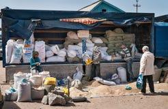 Niedziela rynek w Bosteri Issyk-Kul Kirgistan Zdjęcie Stock