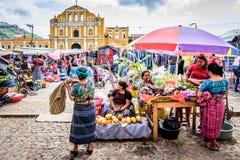 Niedziela rynek w grodzkim placu, Santa Maria De Jezus, Gwatemala Obrazy Stock