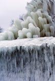 Śnieg, lód, mróz na kamieniach i przedmioty na molu, Obraz Royalty Free