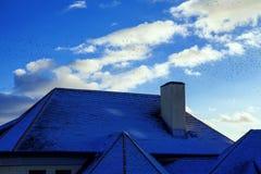 Śnieg na dachu Obrazy Royalty Free
