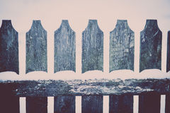 Śnieg na drewnianym ogrodzeniu Zdjęcia Stock