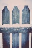 Śnieg na drewnianym ogrodzeniu Zdjęcia Royalty Free