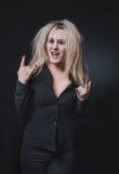 Niegrzeczna radosna blondynka zdjęcie royalty free