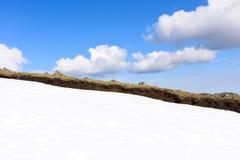 Śniegu i latania chmury Zdjęcia Stock