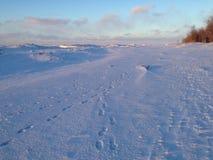 Śniegu i lodu diuny na brzeg Jeziorny Erie przy zmierzchem, Presque wyspy stanu park Zdjęcie Stock
