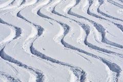 śniegów narciarskie ślady Zdjęcia Royalty Free