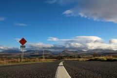 Niekończący się droga w Irlandia zdjęcia royalty free