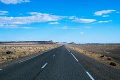 Niekończący się droga w saharze, Afryka Zdjęcia Royalty Free