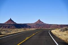 Niekończący się droga w Utah, jar ląduje narodu parka Obrazy Stock