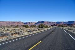 Niekończący się droga w Utah, zima, jar ląduje narodu parka Zdjęcia Stock
