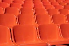 Niekończący się pomarańcz siedzenia dla widzów, tani klingerytów siedzenia obrazy stock