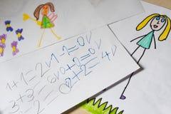 Niektóre dzieci ` s obliczenia i rysunki Obrazy Royalty Free