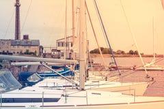 Niektóre jachty w porcie Obrazy Stock